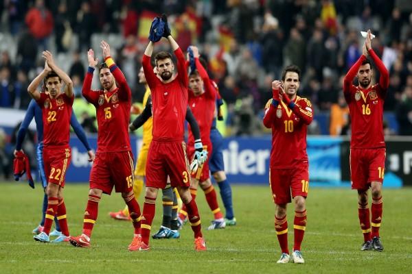 Jugadores de la Selección Española aplaudiendo a la afición