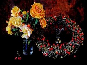 Recipiente con flores y una corona con cerezas