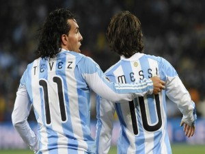 Postal: Tévez y Messi, jugadores de la Selección Argentina