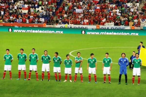 Los jugadores de la Selección Mexicana en el terreno de juego