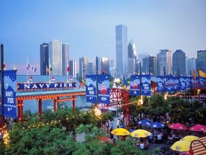 Postal: Navy Pier y los edificios de Chicago