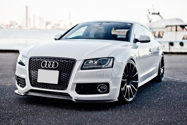 Audi A5 de color blanco