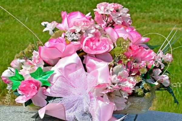 Centro de mesa con flores rosas