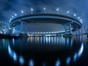 Postal: Puente circular sobre el agua