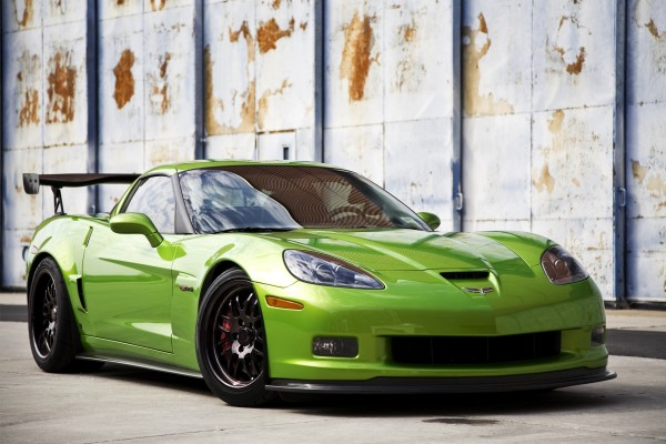 Chevrolet Corvette Z06 color verde