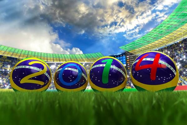 """Balones formando el año del mundial de fútbol """"Brasil 2014"""""""