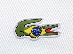 Postal: El cocodrilo de Lacoste preparado para el Mundial de Brasil