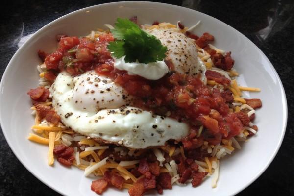 Huevos con dados de tomate y queso
