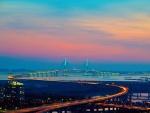 Gran puente en la ciudad de Incheon (Corea del Sur)