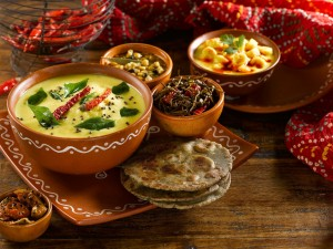 Postal: Cuencos con comida hindú
