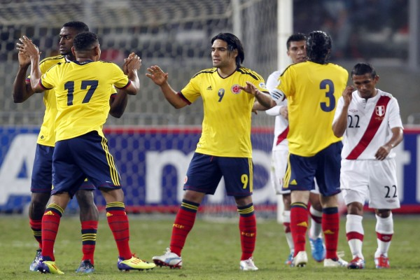Jugadores de la Selección Colombiana sobre el césped