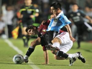 Jugador de la Selección Argentina en posesión del balón