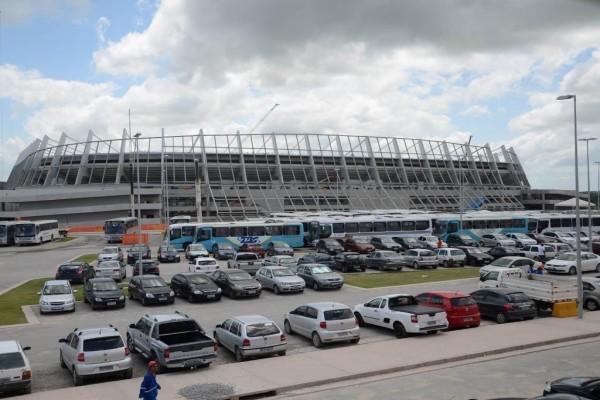 Exterior del estadio Arena Pernambuco (Recife, Brasil)