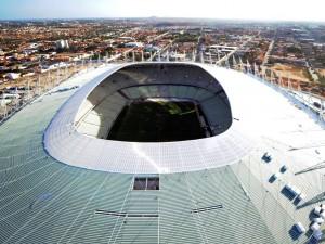"""Postal: Vista aérea del techo y campo de juego del """"Estadio Castelao Fortaleza"""""""