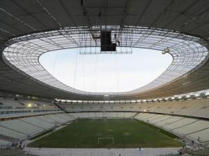 """Postal: Trabajos de construcción en el estadio """"Castelao"""" (Brasil)"""