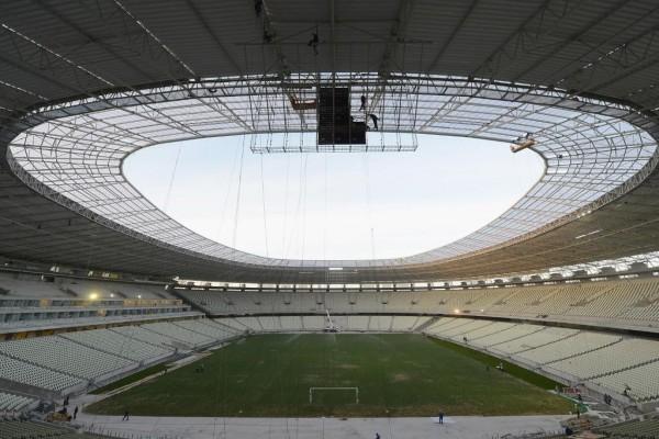 """Trabajos de construcción en el estadio """"Castelao"""" (Brasil)"""