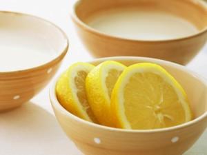 Rodajas de limón en un cuenco