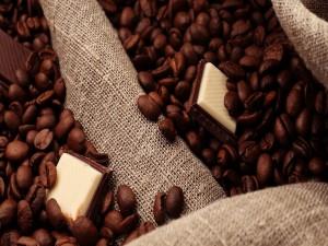 Postal: Granos de café y chocolates