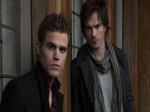 "Postal: Damon y Stefan, personajes de la serie ""The Vampire Diaries"""