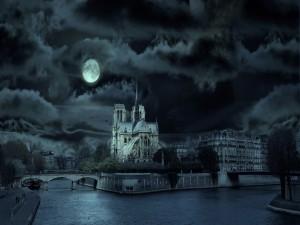 La luna llena sobre la Catedral de Notre Dame (Paris, Francia)