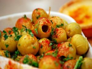 Aceitunas aliñadas con pimentón y perejil