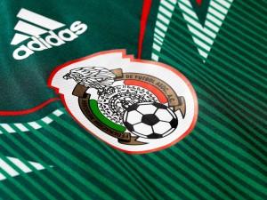 Postal: Camiseta y escudo de la Selección Mexicana de fútbol