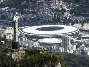 Postal: Estadio Maracaná y el Cristo de Corcovado (Brasil)