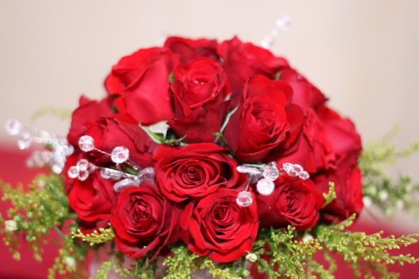 Ramo de novia con rosas rojas