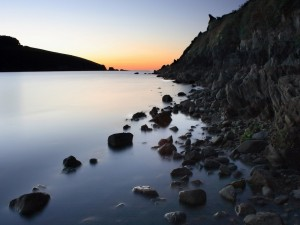 Postal: Piedras en la orilla del lago