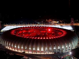 Estadio Beira-Rio iluminado al anochecer (Porto Alegre, Brasil)