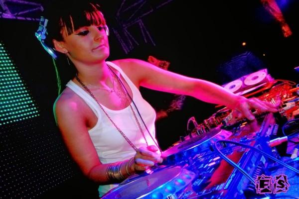 Vika Jigulina, cantante y Dj