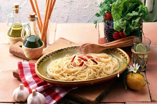 Pasta picante con ajos y guindillas
