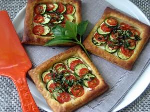 Hojaldres con calabacín y tomate