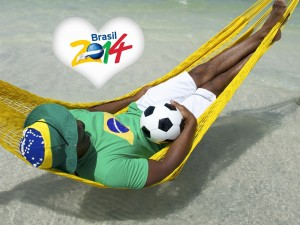 Postal: Un hombre en la hamaca soñando con Brasil 2014