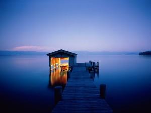 Postal: Barca en el muelle del lago