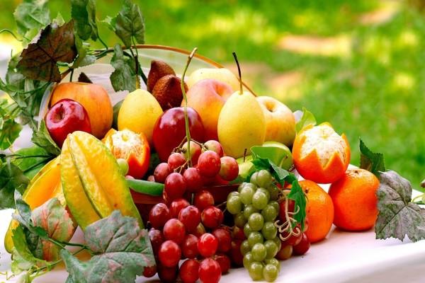 Frutas decorando la mesa