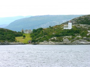 Casas junto a un lago (Noruega)