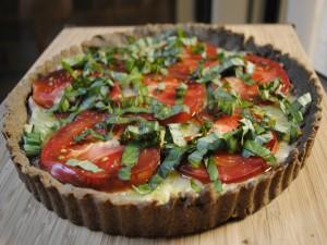 Tarta salada con tomate