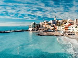Bello pueblo en la costa: Cinque Terre (Italia)