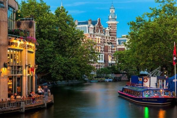Uno de los canales de Amsterdam