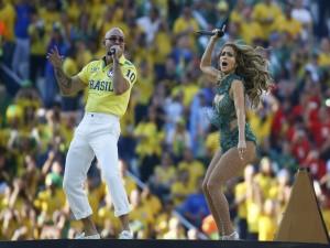 Pitbull y Jennifer López cantando en la inauguración del Mundial 2014
