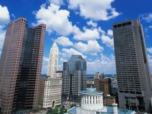 Postal: Cielo y edificios de una ciudad norteamericana