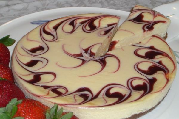 Cheesecake con espirales de mermelada