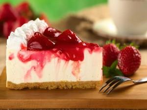 Pastel de queso con una deliciosa mermelada de fresas