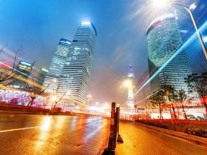 Destellos de luz en la noche de Shanghai