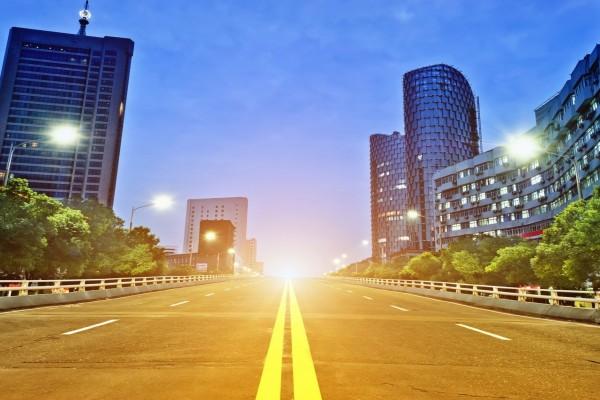Carretera iluminada en Shanghai