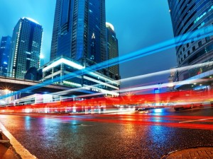 Postal: Rayos de luz en la carretera