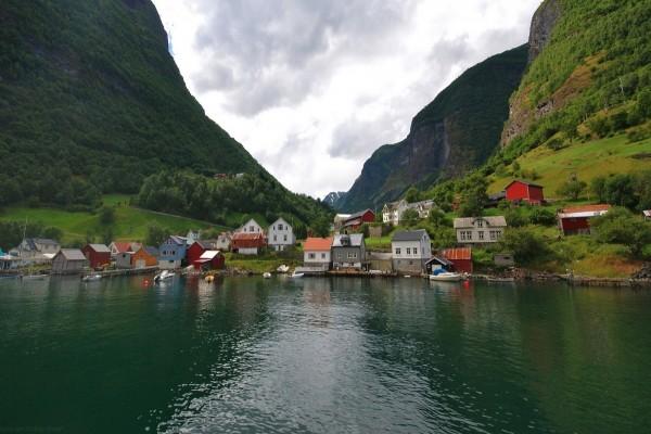 Población junto al lago