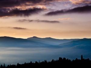 Postal: Niebla sobre las montañas