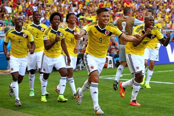 Jugadores de la Selección Colombiana felices tras derrotar a Grecia (Brasil 2014)